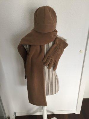 Mütze, Schal und Handschuhe von Esprit