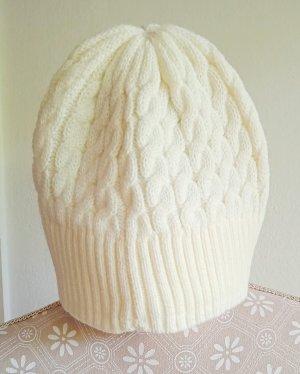 Czapka z dzianiny w kolorze białej wełny Poliakryl