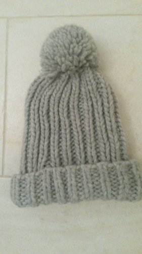 Bijou Brigitte Cappello a maglia grigio chiaro