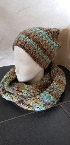 Chapeau en tricot brun-turquoise