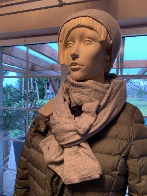 Mütze und Schal von Hilfiger