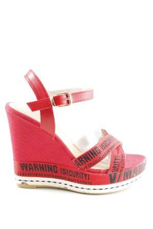Sandalias de tacón con plataforma rojo letras impresas look casual