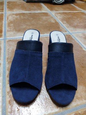 Sandalias con tacón azul oscuro Gamuza