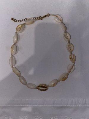 Collar de conchas crema-color oro
