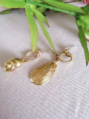 Dangle gold-colored