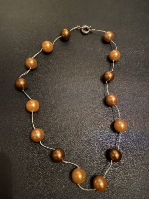 Collier de coquillages brun-bronze