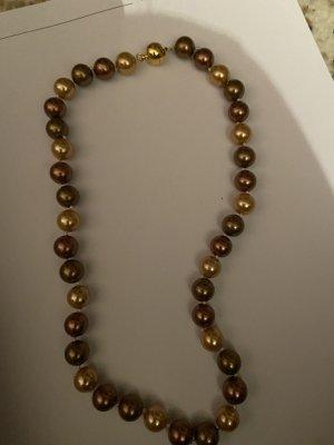 Collar de conchas color oro-marrón