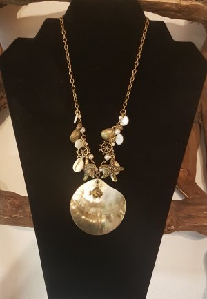 Collar de conchas color oro