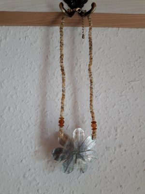 Collier de coquillages multicolore