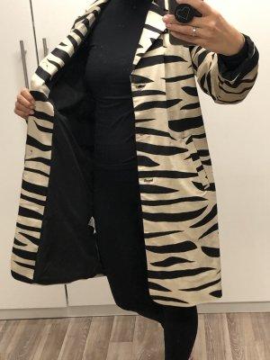 NA-KD Abrigo ancho negro-crema