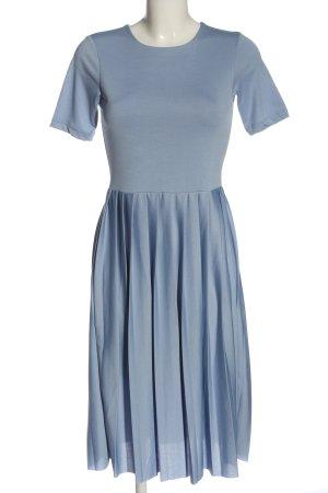 NA-KD Kurzarmkleid blau Elegant
