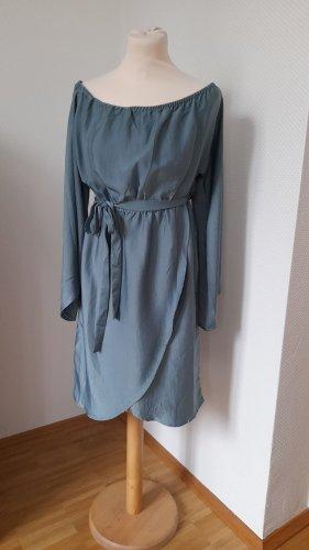 NA-KD Offshoulder-Kleid mit Taillengürtel