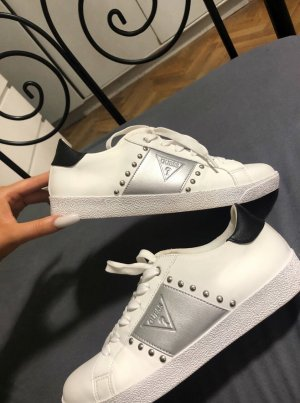 Nagelneue Guess Sneaker