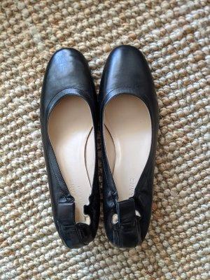 Nagelneue schwarze Lederpumps / Highheels von Everlane in Gr. 38