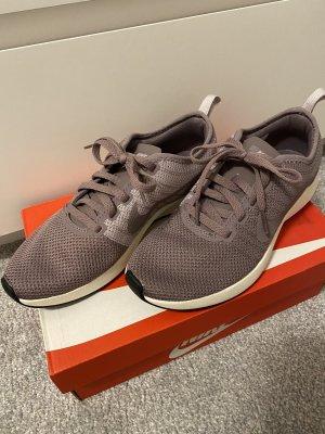Nagelneue, ungetragene Sneakers /Turnschuhe der Marke Nike in Größe 36,5 !