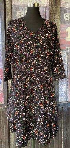 Nagelneues Kleid von minus