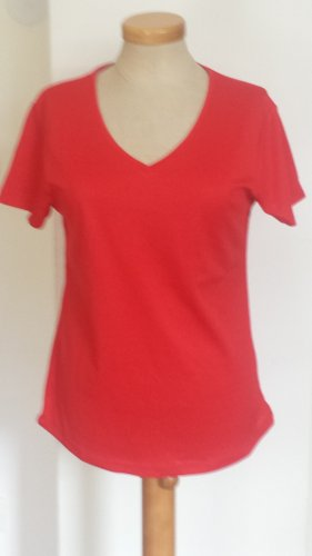 Nagelneues, rotes Sport Shirt