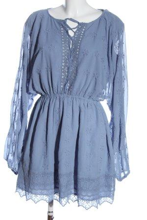 Nakd Vestido camisero azul letras bordadas look casual
