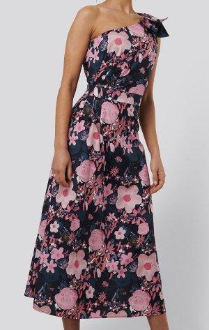 Nakd Vestido de un hombro rosa-azul