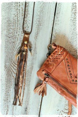 Collar de conchas marrón Cuero