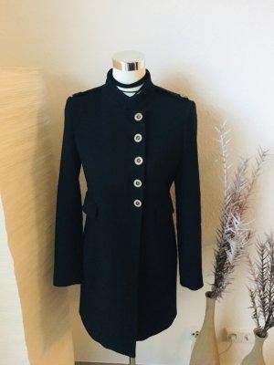 Navy farbener Übergangsmantel von Zara mit langer Knopfleiste und geradem Schnitt