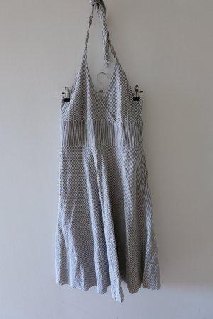 Neckholderkleid aus Seersucker