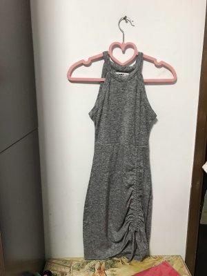 Robe dos-nu gris