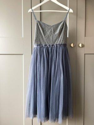 Needle & Thread Kleid mit Tüllrock und Pailetten-Details graublau Größe 38