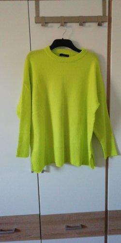 neongelber weicher Pullover
