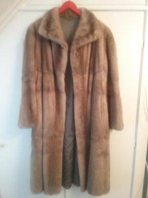 Manteau de fourrure brun sable-violet foncé