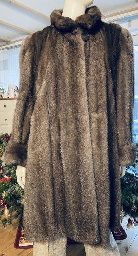Futrzany płaszcz ciemnoszary
