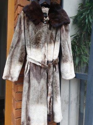 Futrzany płaszcz szaro-brązowy