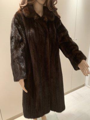 Manteau de fourrure brun noir-brun foncé