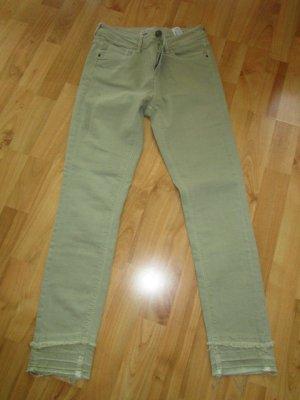 Neu - 3/4 Stretch - Jeans von Zara Gr. 36/38