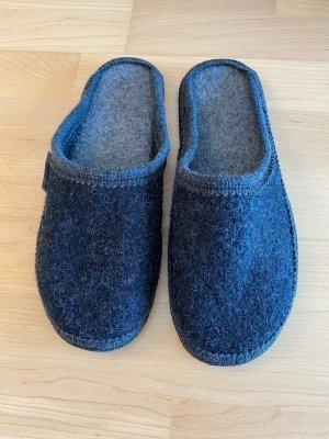 NEU | Bequeme Pantoffeln in Anthrazit