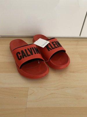 NEU Calvin Klein Sandalen Gr.39 rot Schlappen Hausschuhe