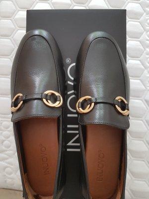 Inuovo Pantofel czarny
