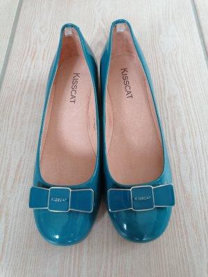 Bailarinas de charol con tacón azul aciano