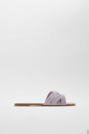 NEU! Flache Sandale aus gepolstertem Leder