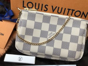 Louis Vuitton Enveloptas licht beige