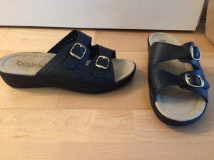 Pantuflas negro-color oro Cuero