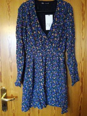 Neu! Gemustertes Kleid mit Schulterpolstern