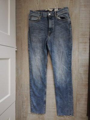 Neu: Gerade Jeans mit Fransen