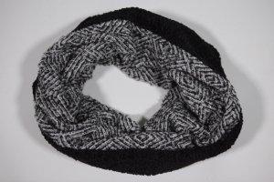 Guess Gebreide sjaal zwart-lichtgrijs Acryl