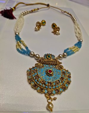 Bollywood  zandig bruin-korenblauw