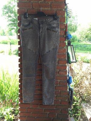 ***NEU*** Jeans mit Details