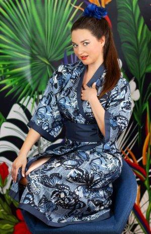 NEU: Kimono aus Viskosesatin mit Schmetterlingen, in Blautönen von Dirndlherz