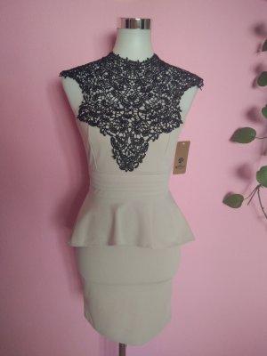 Sukienka z baskinką piaskowy brąz-czarny Poliester