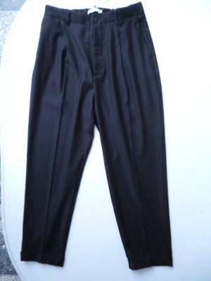 Neu mit Etikett: Mango High-Waist-Bundfaltenhose, Jogg-Pants-Optik,  Ankle Length, Gr. 36