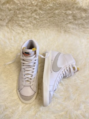NEU/NEW !!! NIKE Blazer Mid'77 White/light/Bone Größe 35,5